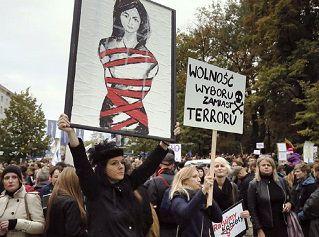 Las movilizaciones en Polonia frenan la penalización total del aborto