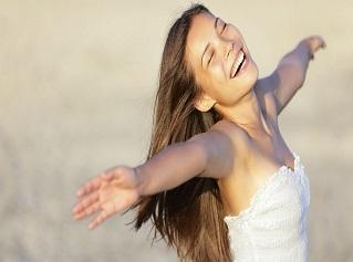 mujer feliz libre