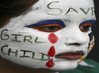 niña protesta abortos selectivos